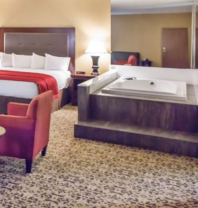 Pinnacle suite with jacuzzi in room branson mo