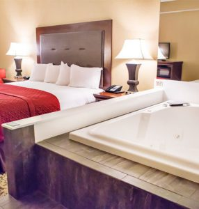 Branson Hotels with jacuzzi in room
